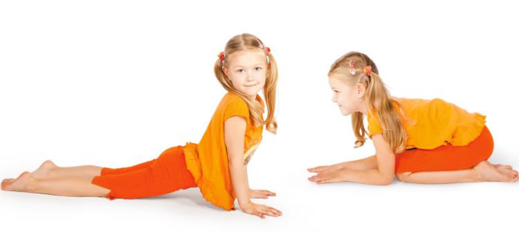 Йога для детей школьного возраста помогает сохранить правильную осанку и исправить искривления позвоночника